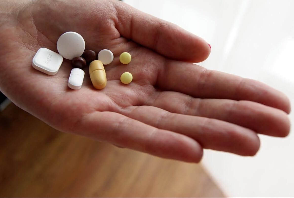 Препараты помогут снять интоксикацию: консультация с врачом обязательна