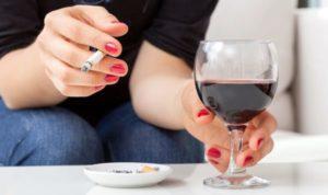 Что хуже — алкоголь или сигареты