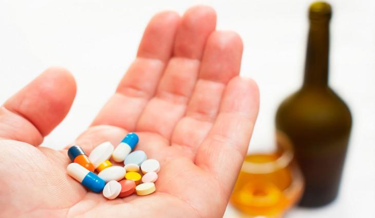 Препараты включают таблетки, мази, растворы для спринцевания, вагинальные свечи