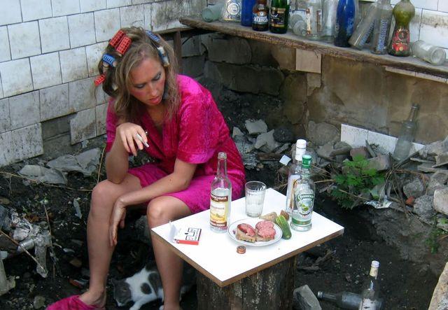 Причины развития женского алкоголизма и возможности лечения проблемы
