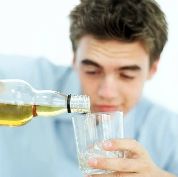 Моча после алкоголя: причина изменения цвета и последствия